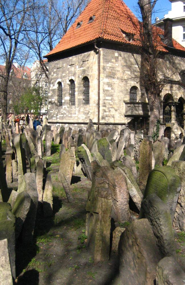 Discover history in the Old Jewish Quarter. Picture: Luis Villa del Campo.