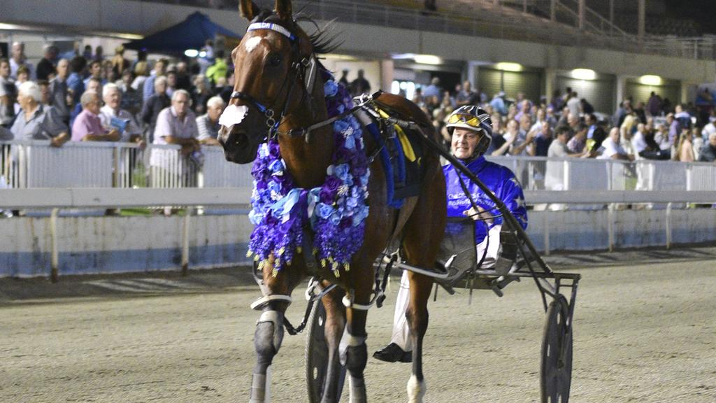 The huge crowd applauds Smolda and Mark Purdon after their courageous victory. Picture: Supplied