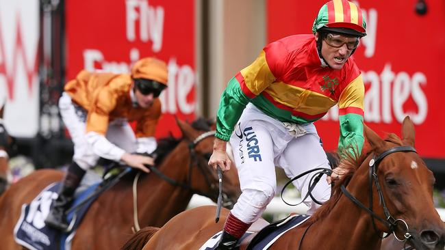 how to run a melbourne cup day sweep