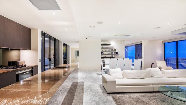 Surfers Paradise. Circle on Cavill south tower penthouse living area