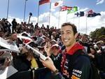 Daniel Ricciardo signs autographs for fans. Picture: David Caird