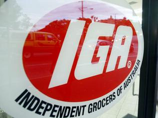 #### ALERT ALERT #### BEFORE REUSE OF THIS IMAGE CHECK CONTENT AND COPYRIGHT ISSUES WITH THE /PICTURE /DESK- D/I. 30 Jun 2003. IGA (Independent Grocers of Australia) store at Red Hill. picDavid/Kelly. shop logo logos grocery shops