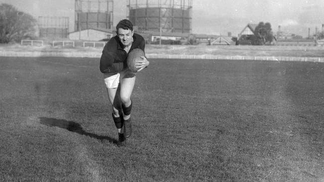 Fitzroy star Haydn Bunton Sr in action in 1926. Picture: File