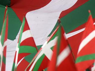 (FILES) This file photo taken on August 22, 2014 shows Basque flags (Ikurrina) flying during a pro independence protest in favour of the Basque flag (Ikurrina) and against the Spanish flag in the northern Spanish Basque city of Bilbao on August 22, 2014. Spain reacted with fury on April 29, 2016 at the Eurovision's inclusion of its Basque regional flag in a list of banned banners during the song contest, alongside that of the Islamic State group. / AFP PHOTO / RAFA RIVAS