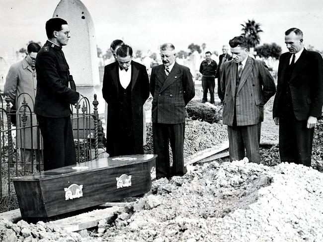 The burial of the Somerton Man at West Terrace Cemetry in 1949. From right to left is Salvation Army Captain E. Webb, funeral director Laurie Elliott, journalist Bob Whitington, Police Sergeant Sutherland and funeral assistant Claude Trevelion.