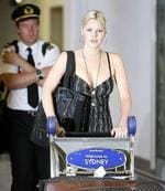 <p>Sophie Monk arrives at Sydney airport from LA. Pic: John Grainger</p>
