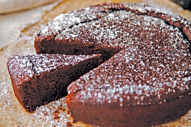 Healthy Mummy Flourless Chocolate Cake
