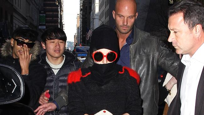 Lady Gaga tries to go incognito ... unsuccessfully.