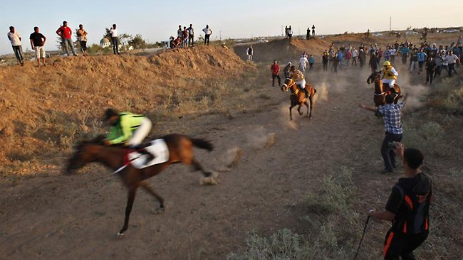 Fierce competition on the Gaza Strip as horses and riders vie for the best running, with the excited crowd getting up close and personal.