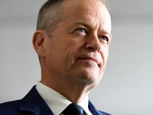 Federal Opposition Leader Bill Shorten tours the Qantas maintenance facility at Sydney Airport in Sydney on Monday, August 21, 2017. (AAP Image/Paul Miller) NO ARCHIVING