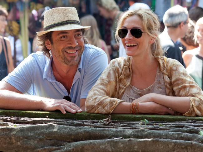 Javier Bardem as Felipe and Julia Roberts as Elizabeth Gilbert in Eat Pray Love.