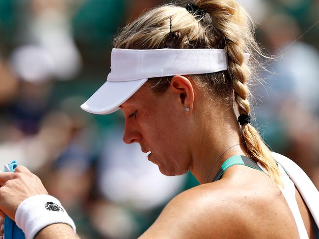Kerber crashes out in Paris