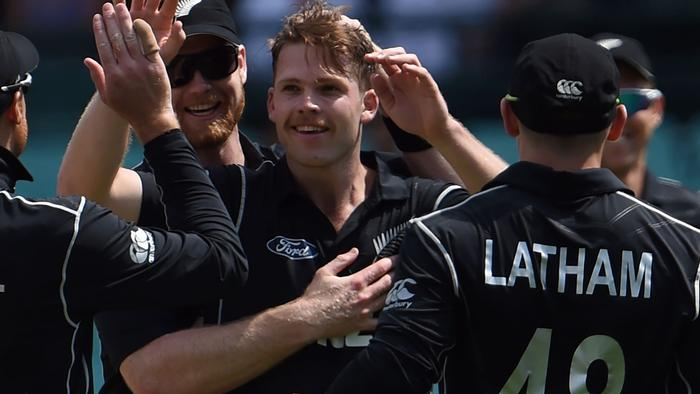 New Zealand's paceman Lockie Ferguson (C) celebrates his wicket of Australia's David Warner with teammates during the first game of the One Day International Cricket series between Australia and New Zealand in Sydney on December 4, 2016. / AFP PHOTO / SAEED KHAN / --IMAGE RESTRICTED TO EDITORIAL USE - STRICTLY NO COMMERCIAL USE--