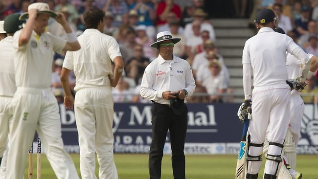 Umpire Aleem Dar doesn't raise the finger after Broad's clear nick to Clarke at first slip.
