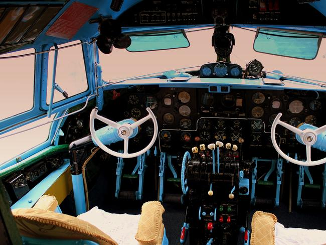 Flight deck of Ilyushin IL14. Picture: calflier001.