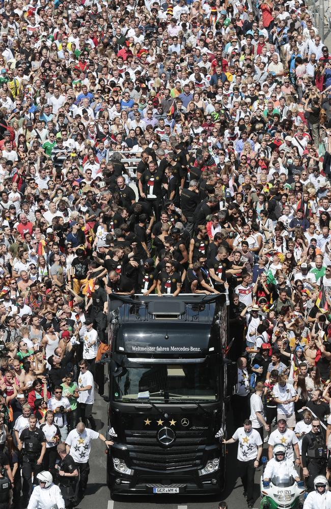 The German soccer squad arrives in central Berlin.
