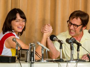Emma Stone as tennis champion Billie Jean King and Steve Carell as Bobby Riggs in a scene from film BATTLE OF THE SEXES. Photo by Melinda Sue Gordon. © 2017 Twentieth Century Fox Film Corporation All Rights Reserved