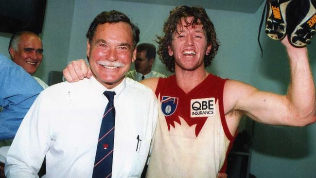 Dale Lewis with then Sydney Swans coach Ron Barassi in 1995.