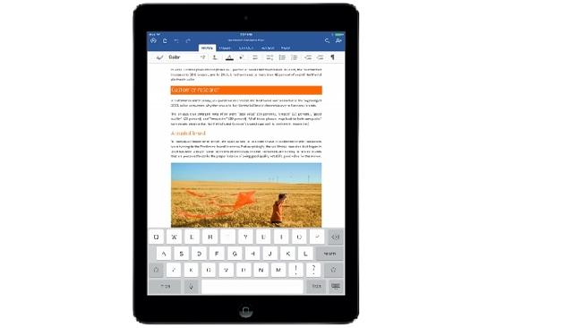 Word arrives to the iPad and even features voice dictation to take your notes.