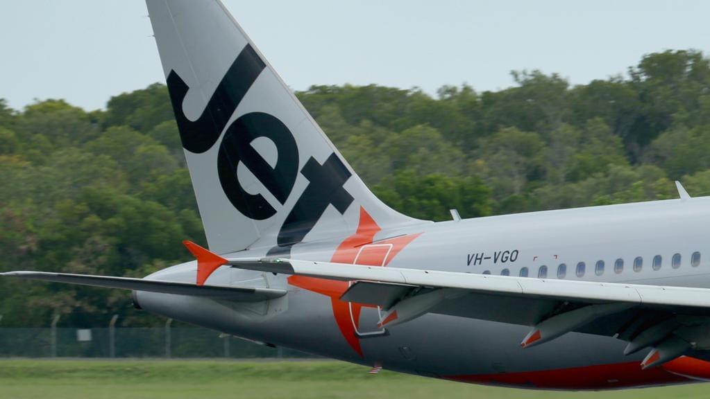 AFL fans furious after Jetstar cancels Melbourne to Sydney ...