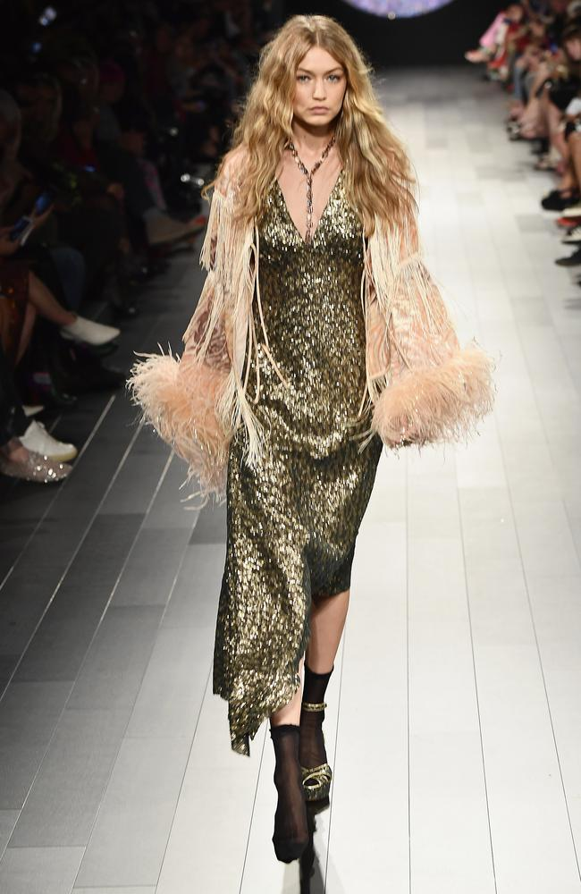Gigi Hadid walks the runway like a pro after losing her shoe.