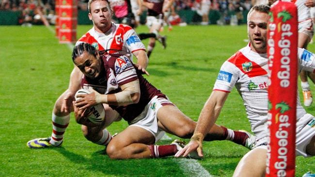 Steve Matai scores a try against the Dragons.