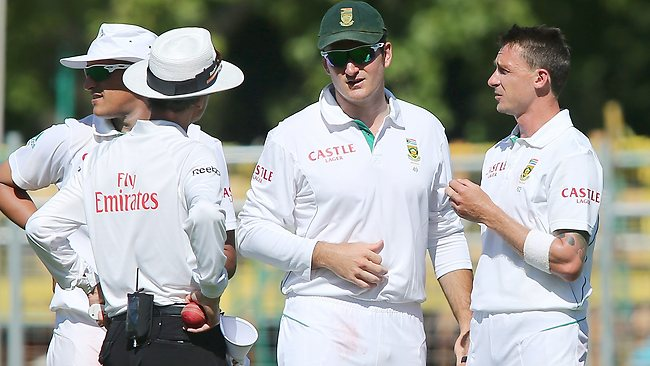 Graeme Smith talks to Dale Steyn shortly before Steyn left the field with what appeared to be a hamstring injury.