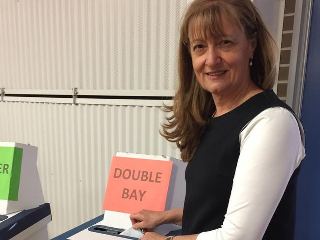 Woollahra Mayor Toni Zeltzer casting her ballot at Double Bay Public School