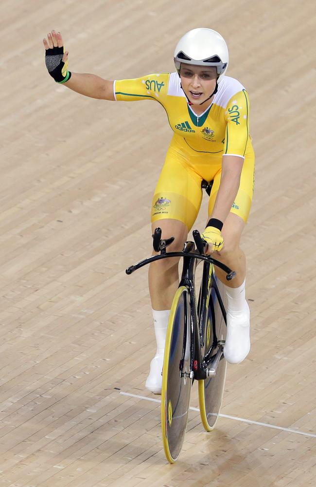 Annette Edmondson wins bronze in the Omnium at the London Olympics.