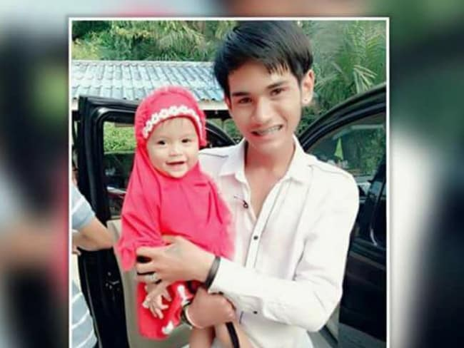 Father Wuttisan Wongtalay, 20, with 11-month-old daughter. Picture: Viral Press