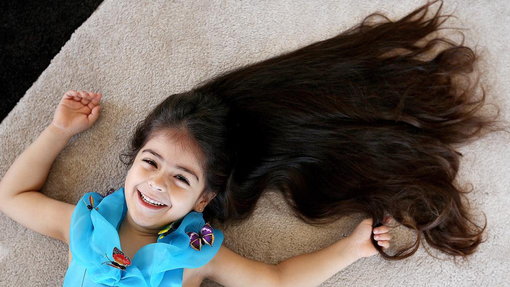 5 year old girl chops her hair off and her grandma freaked coogee five year old donating her hair to variety s kids