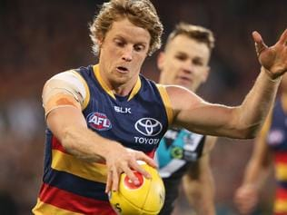 Rory Sloane of the Crows line up a kick during the Round 22 AFL match between Port Adelaide Power and the Adelaide Crows at Adelaide Oval in Adelaide, Saturday, Aug. 20, 2016. (AAP Image/Ben Macmahon) NO ARCHIVING, EDITORIAL USE ONLY