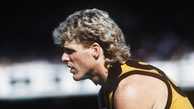 Dermott Brereton lining up a shot for goal in the 1989 Grand Final.