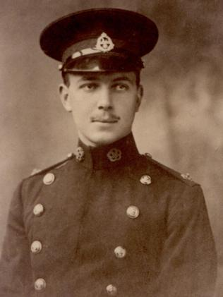 Told his men to leave him ... William Malcolm Chisholm.