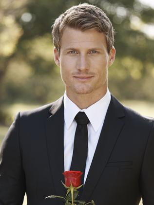 entertainment television women bidding heart bachelor richie strahan news story bfbcfdfedb