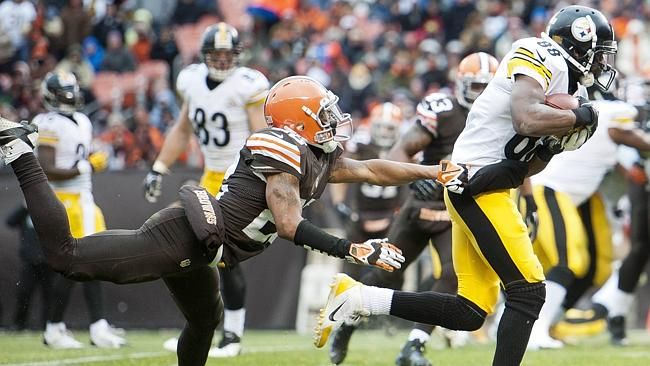 Cornerback Buster Skrine #22 of the Cleveland Browns tries to catch wide receiver Emmanuel Sanders #88 of the Pittsburgh Steelers.