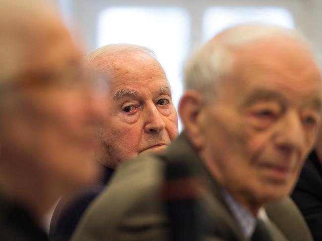 Auschwitz survivors (from left) Erna de Vries, Justin Sonder and Leon Schwarzbaum attend a news conference in Detmold, Germany, before the trial.