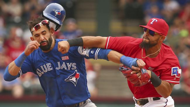 Rougned Odor punches Jose Bautista during Blue Jays vs Rangers game