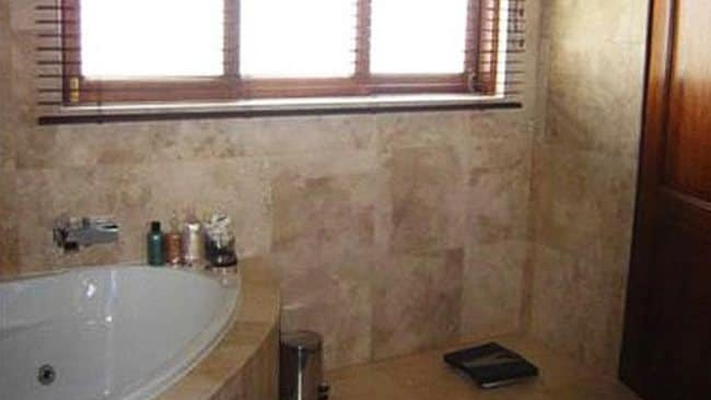 Oscar Pistoris bathroom