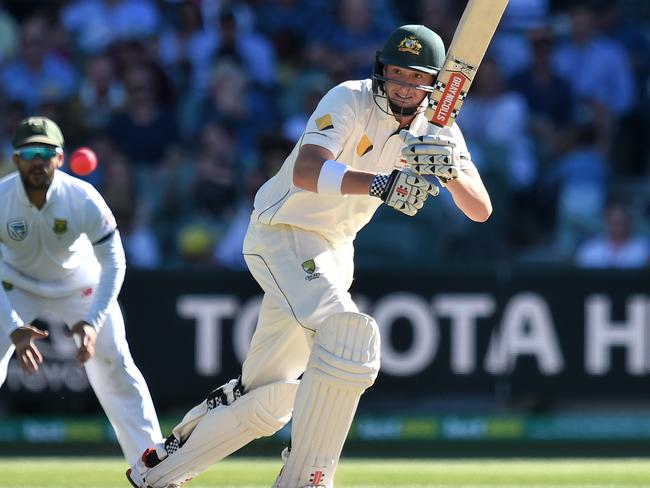 Renshaw defied the Proteas' attack for 137 deliveries in his second dig.