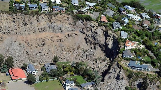 Luxury homes teeter on the edge after huge landslides in Redcliffs, near Christchurch, on February 24, 2011 after a 6.3 earthquake devastated the city of Christchurch on February 22. The quake caused more damage than more the 7.1 magnitude quake that hit the city on September 4, 2010 and there are reports of 76 deaths with another 300 listed as missing. AFP PHOTO / Torsten BLACKWOOD