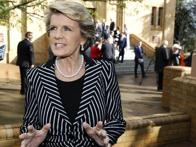 Foreign Minister Julie Bishop has called on the ABC to apologise for airing claims that navy personnel abused asylum seekers.