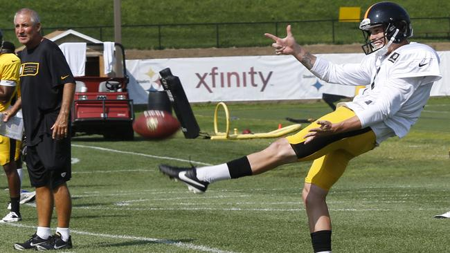 Brad Wing at practice with the Steelers.