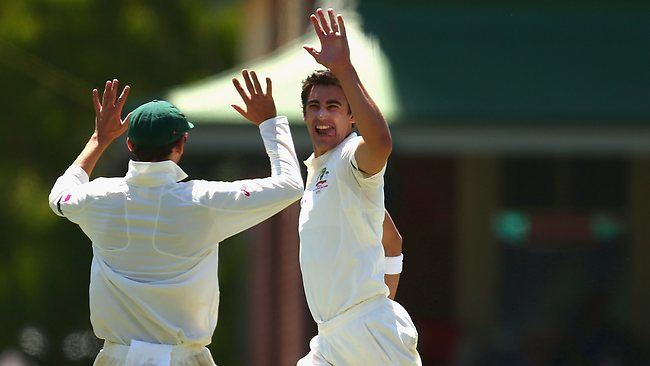 Mitchell Starc grabbed his first wicket of the innings to dismiss Mahela Jayawardene in the second session on day one of the third Test.