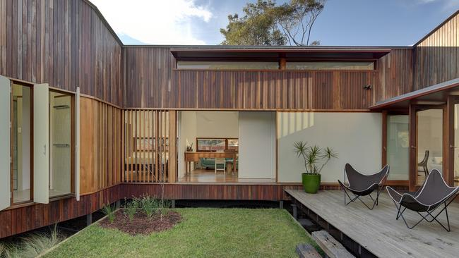 U shaped marrickville courtyard house has an award winning for U shaped house with courtyard