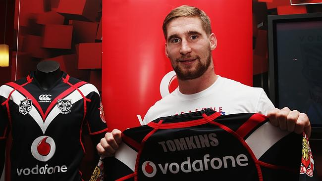 Warriors signing Sam Tomkins poses with his new jersey.
