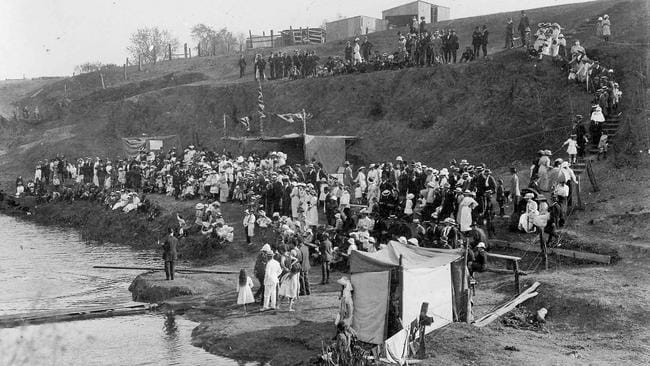 Back When People Held Swimming Races In The River Torrens