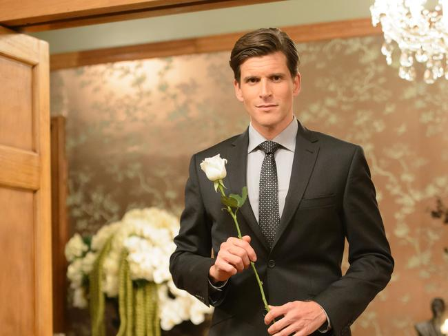Osher Günsberg clutching that elusive white rose.