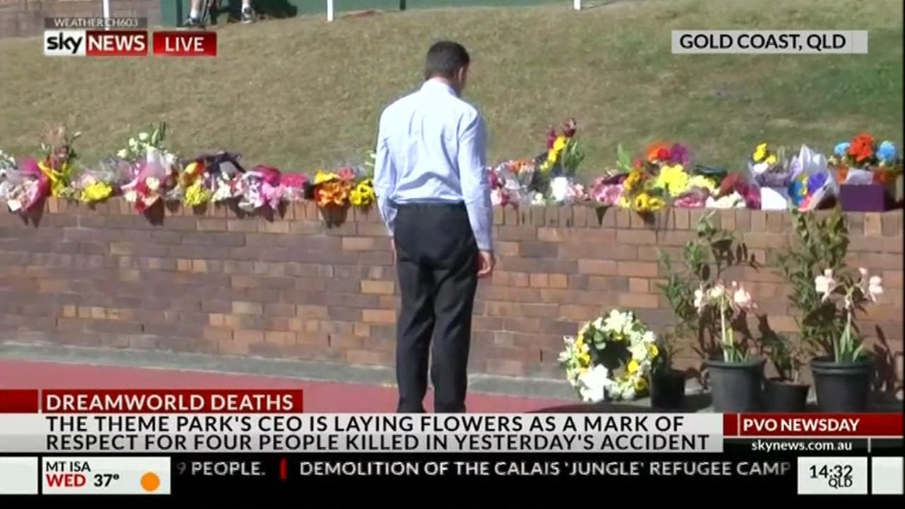 Dreamworld Ceo Lays Wreath To Pay Respect To Victims0:36