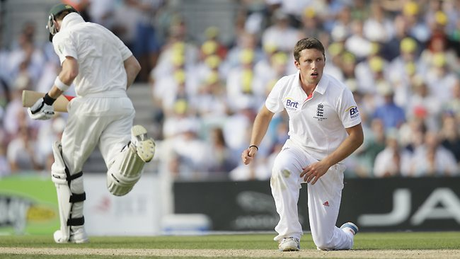 England's Simon Kerrigan, right gets up from the ground as Australia's Steven Smith runs past during play on the first day of the fifth Ashes cricket Test at the Oval cricket ground in London, Wednesday, Aug. 21, 2013. (AP Photo/Alastair Grant)